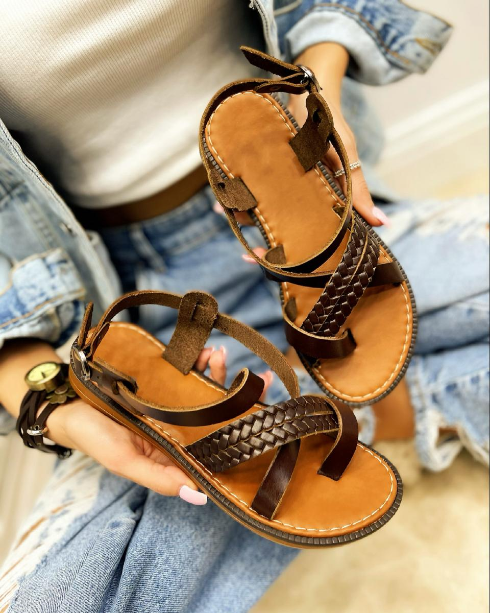 LEATHER FLAT KNITTED TOE LOOP SANDALS  - BROWN