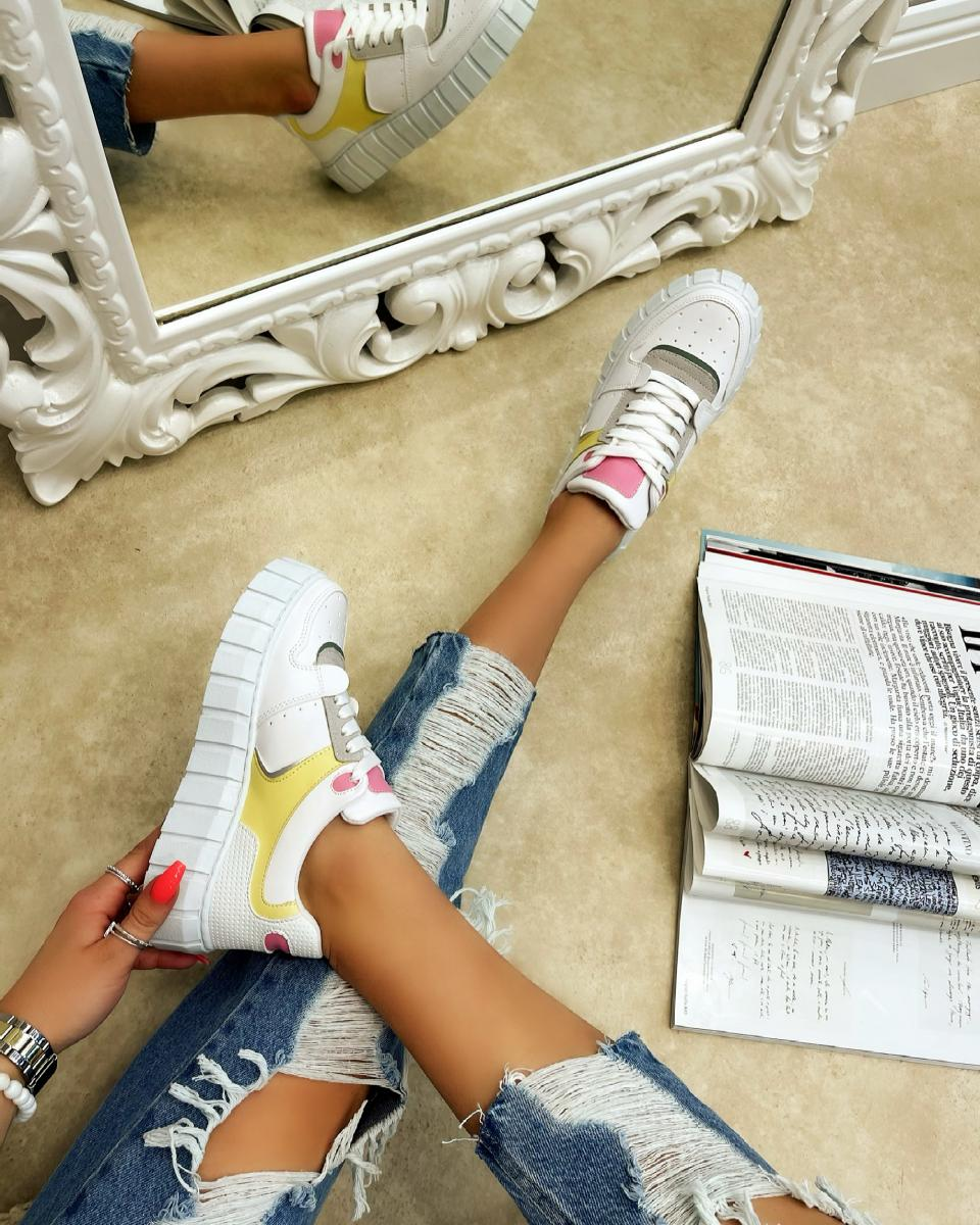 SNEAKERS WITH HIGH SOLE - WHITE