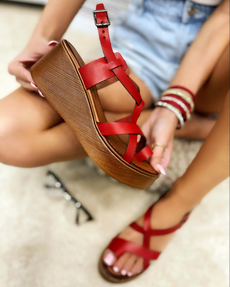 LEATHER WEDGE TOE LOOP SANDALS - RED