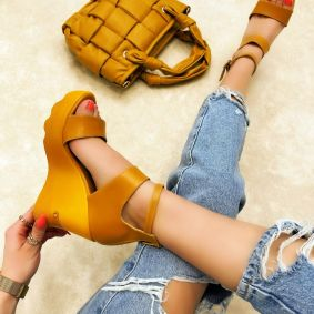 WEDGE SANDALS - OCHER