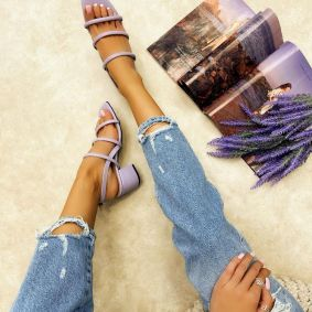 SANDALS WITH BELT AND BLOCK HEEL - PURPLE