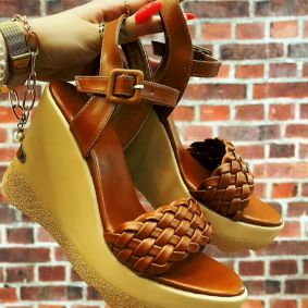 KNITTED WEDGE SANDALS - CAMEL