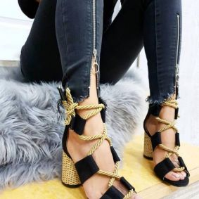 LACE UP SANDALS WITH THICK HEEL - BLACK