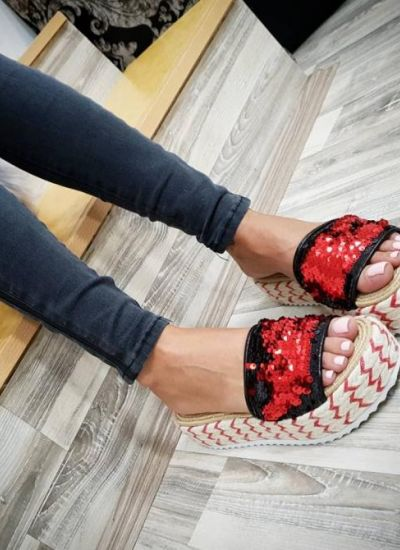 STRASS SLIPPERS WITH A HIGH SOLE - BLACK / RED