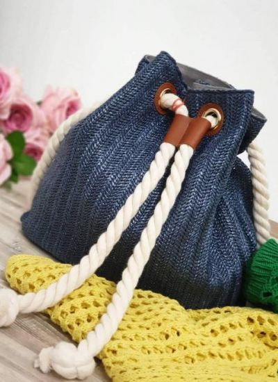 KNITTED BACKPACK WITH KNOT - BLUE