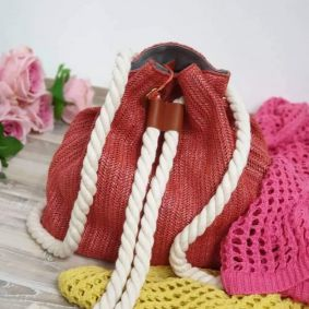 KNITTED BACKPACK WITH KNOT  - CORAL