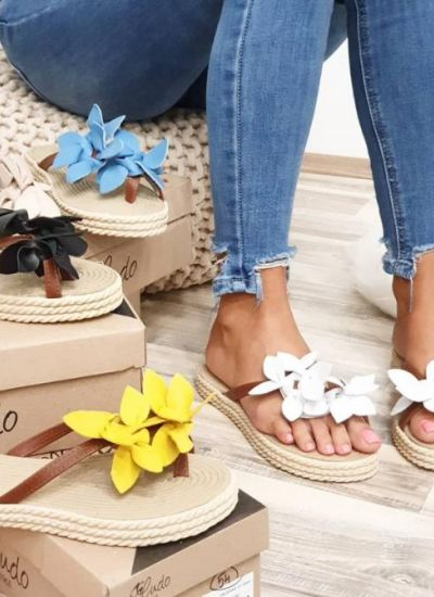 SLIPPERS WITH FLOWER - WHITE / BROWN