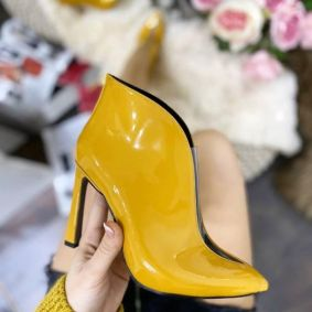 SPIKE PATENT ANKLE BOOTS WITH THIN HEEL - YELLOW