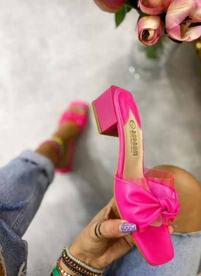 MULES ON THICK HEEL - PINK