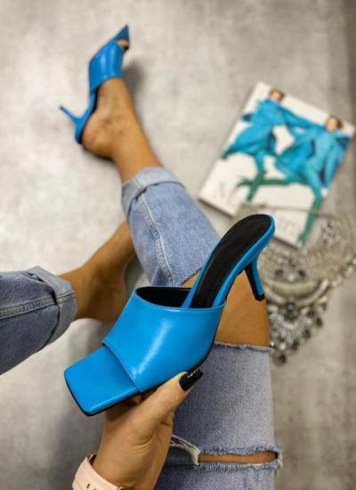 MULES WITH THIN HEEL - BLUE
