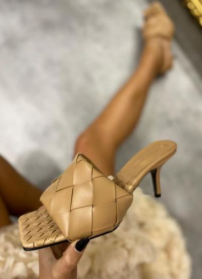 KNITTED MULES ON THIN HEEL - BEIGE