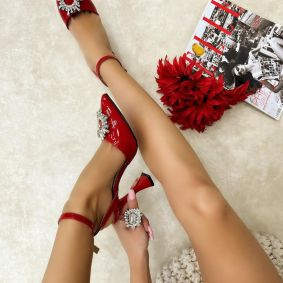 PATENT SANDALS WITH BROSS - RED