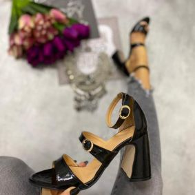 SANDALS WITH BELT AND THICK HEEL - BLACK