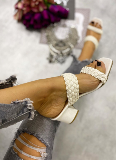 KNITTED MULES ON THICK HEEL - WHITE