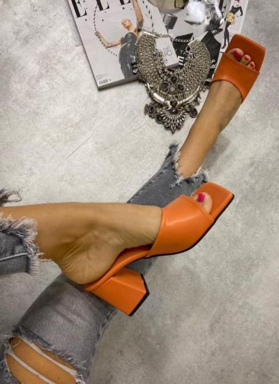 MULES WITH THICK HEEL - ORANGE