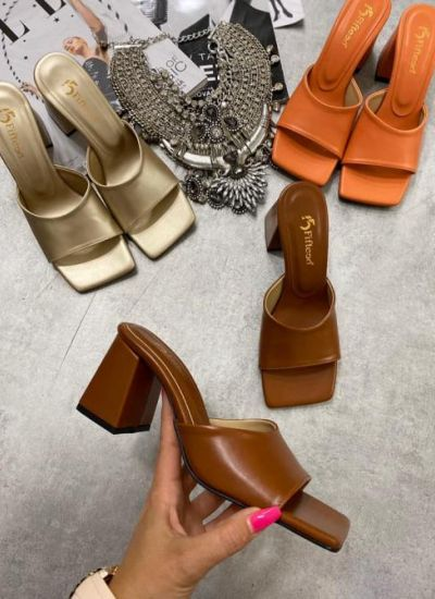 MULES WITH THICK HEEL - BROWN
