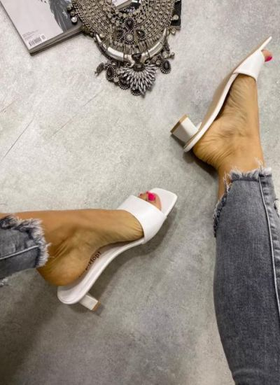 MULES WITH THICK HEEL - WHITE