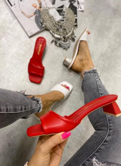 MULES WITH THICK HEEL - RED