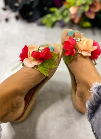 FLOWER SLIPPERS - BEIGE