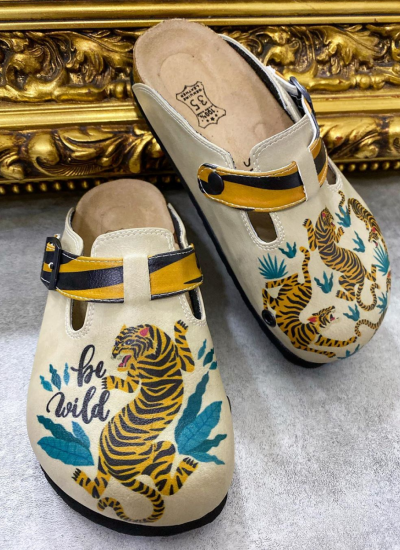 LEATHER CLOGS WITH TIGER AND BELT - BEIGE