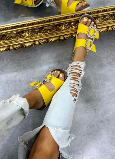 SLIPPERS WITH BELTS AND CLIP - YELLOW