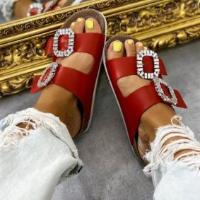 SLIPPERS WITH BELTS AND CLIP - RED