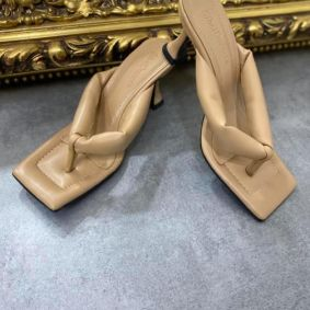 FLIP FLOP MULES WITH THIN HEEL - BEIGE
