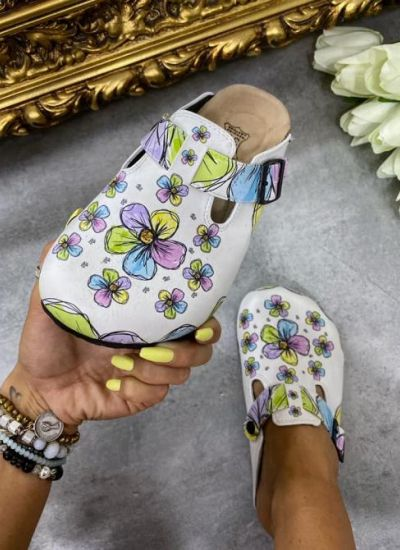 LEATHER FLOWER CLOGS WITH BELTS - WHITE