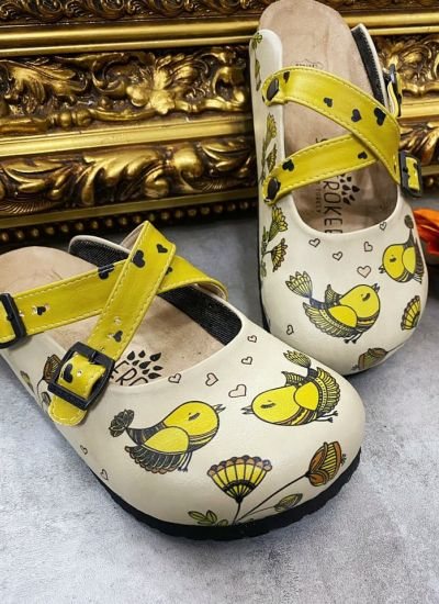 LEATHER CLOGS WITH BIRDS - BEIGE/ YELLOW