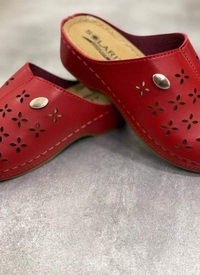 HOLLOW CLOGS -  RED