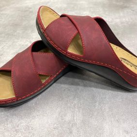 ANATOMICAL CROSS STRAP SLIPPERS  - MAROON