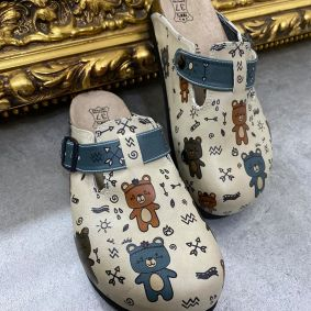 LEATHER CLOGS WITH TEDDY BEARS - BEIGE
