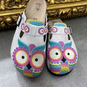 LEATHER CLOGS WITH OWL AND BELT  - WHITE