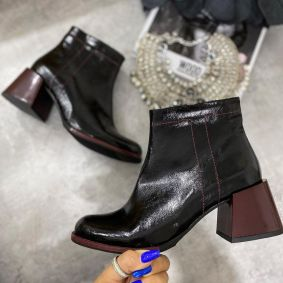 BLACK ANKLE BOOTS  WITH LOW THICK MAROON HEEL
