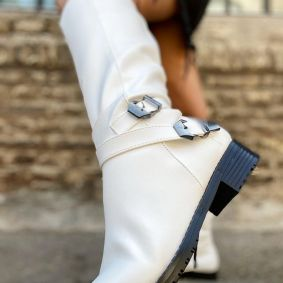 HIGH BOOTS WITH BELTS - WHITE