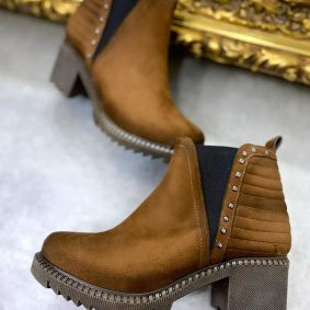 VELOUR ANKLE BOOTS WITH LOW BLOCK HEEL AND RIVETS - BROWN