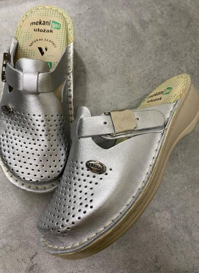 LEATHER CLOGS WITH SOFT- GEL INSERT AND CLIP - SILVER