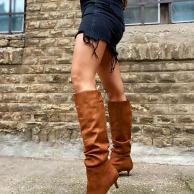 VELOUR WRINKLED SPIKE BOOTS WITH THIN HEEL - CAMEL