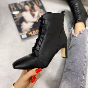 LACE UP ANKLE BOOTS WITH BLOCK HEEL - BLACK