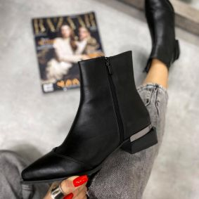 ANKLE BOOTS WITH ZIPPER - BLACK