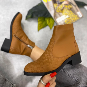 ANKLE BOOTS WITH LOW BLOCK HEEL - CAMEL