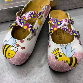 LEATHER CLOGS WITH BEE AND BELT - WHITE
