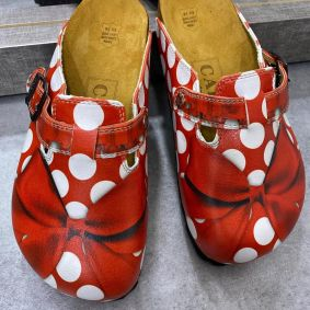 LEATHER CLOGS WITH DOTS AND BOW - RED