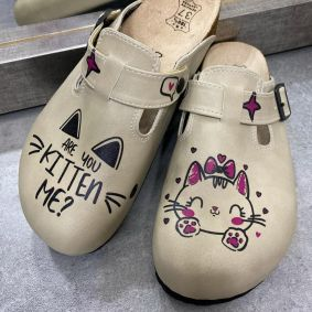 LEATHER CLOGS WITH KITTY AND BELT - BEIGE