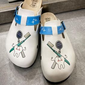 DENTIST LEATHER CLOGS WITH BELT - WHITE