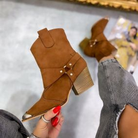 VELOUR POINTED COWGIRL BOOTS WITH THICK HEEL AND RIVETS  - CAMEL