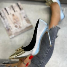 POINTED STILETTO SHOES WITH THIN HEEL AND BOW -  SILVER/GOLD