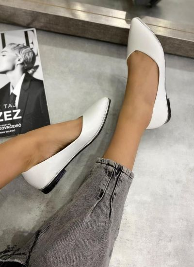 PATENT POINTED FLATS - WHITE