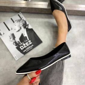 PATENT POINTED FLATS - BLACK