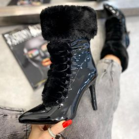 PATENT POINTED ANKLE BOOTS WITH FUR AND THIN HEEL - BLACK